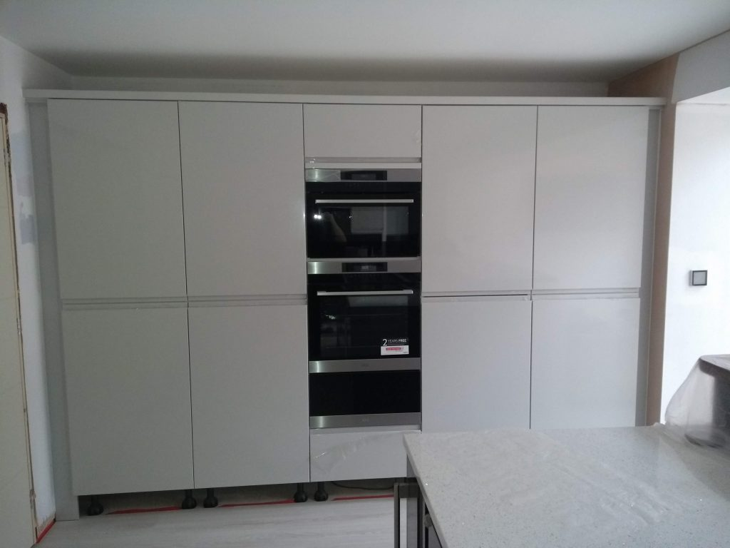 Handleless Kitchen Cabinets   CL Joinery